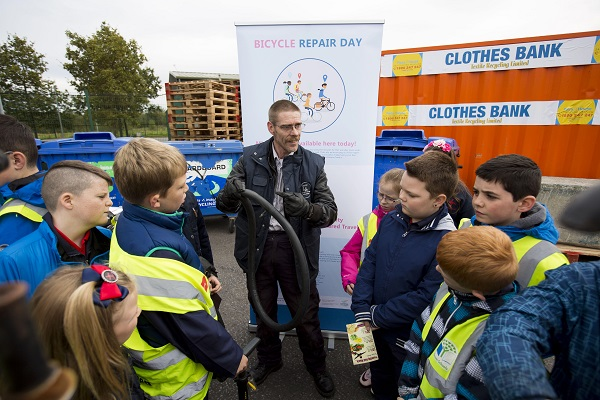 Reuse Month October is a coordinated nationwide campaign of events to promote reuse throughout the month of October. Everyone is encouraged to take a REUSE PLEDGE for the month of October and share their reuse ideas using the hashtag #reuse16. Pictured was Warren Keily, St Marys Aid demonstrating a bike repair to students from St Brigids NS at the Reuse Month event at the Mungret Civic Amenity Centre, Limerick. Photo: Oisin Mchugh True Media.